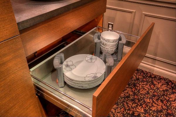 Elmwood drawer with plate organizer