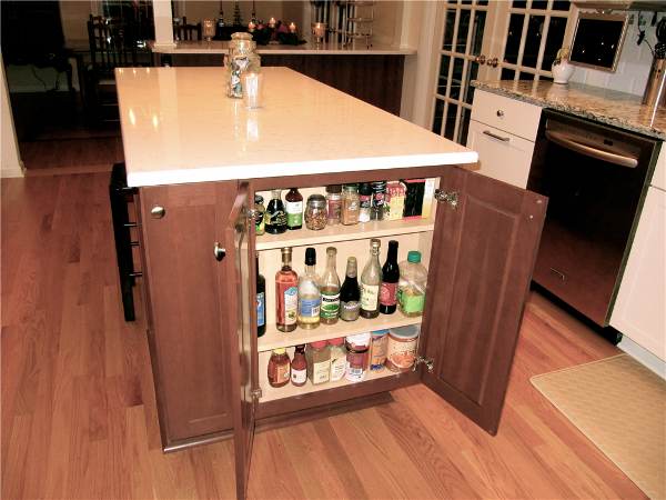 The multi-purpose island in the kitchen serves many functions. Oils, vinegars and spices are stored in a narrow end cabinet. There is also a narrow cabinet for storing cutting boards and sheet pans. The 3' by 6.5' surface provides ample space for food prep. Six large drawers hold utensils, baking tools, pots and pans, bowls and baking dishes.