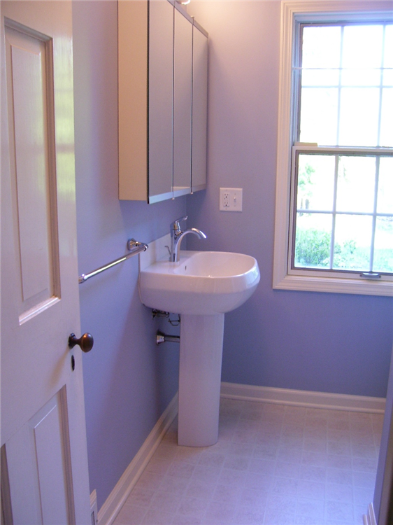 "This pedestal sink gives a ""clean"" look to this bathroom, as well as allowing more open space in the bathroom."