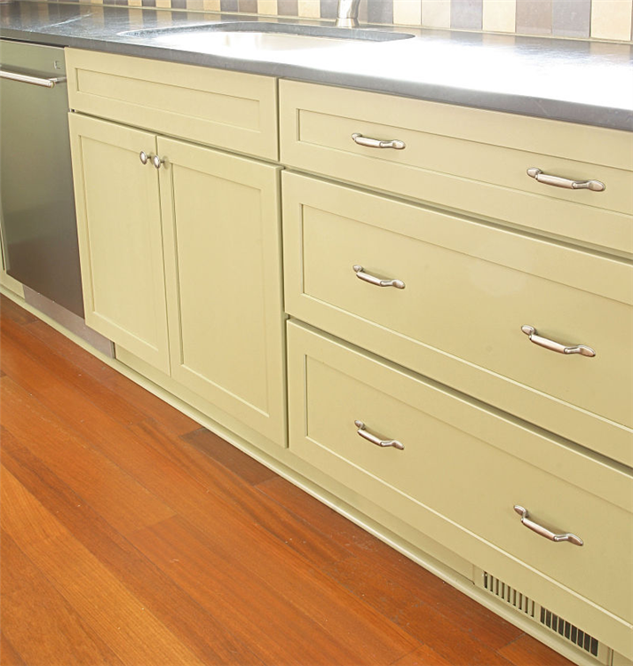 Drawers were used in the food prep area to create adequate and efficient storage for bakeware, utensils and pots and pans. Drawers have brushed nickel hardware.