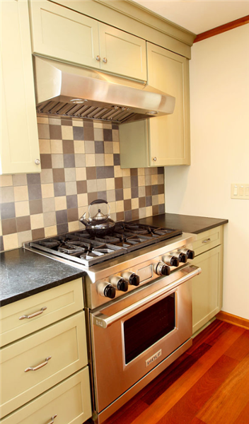 The 4-inch backsplash tile in brown, gray, charcoal and cream unifies all of the elements.