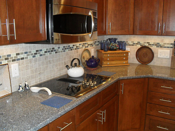 Grid Pattern Backsplash Tile with Glass Mosaic Border
