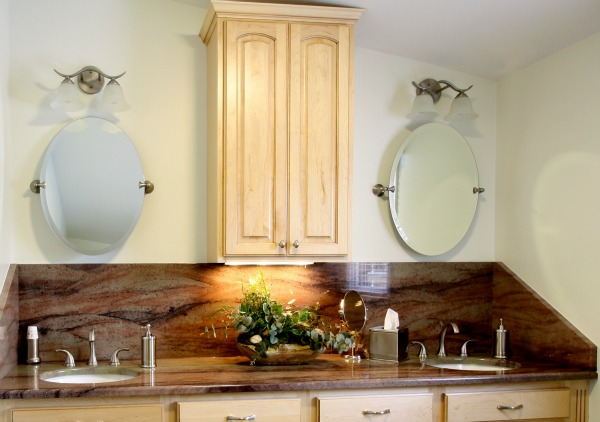 Bathroom vanity with beautiful granite countertop and backsplash