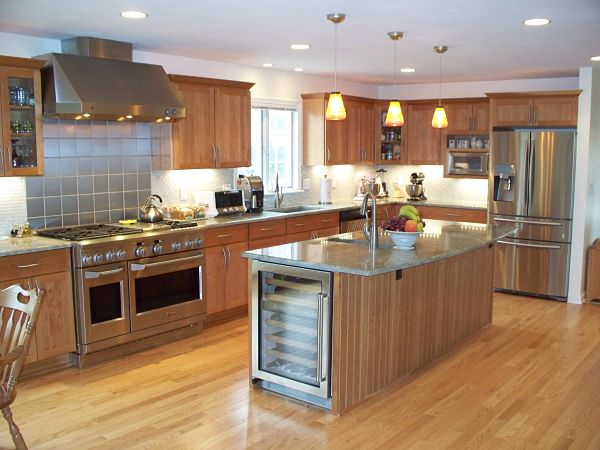 transitional kitchen with stainless steel appliances and island