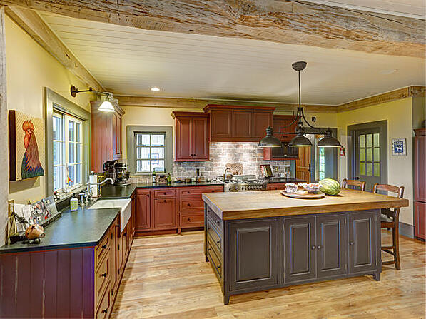 Farmhouse Style Kitchen with Multiple Lamp Fixture