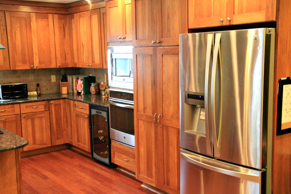 Shaker Style Cabinets From Bishop Cabinets. A Chefu0027s Pantry Was Placed Next  To The