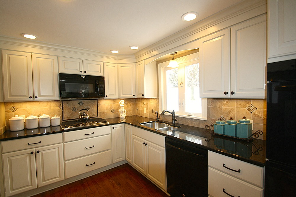 kitchen lighting includes recessed ceiling lights under cabinet task lights a downlight pendant - Kitchen Task Lighting