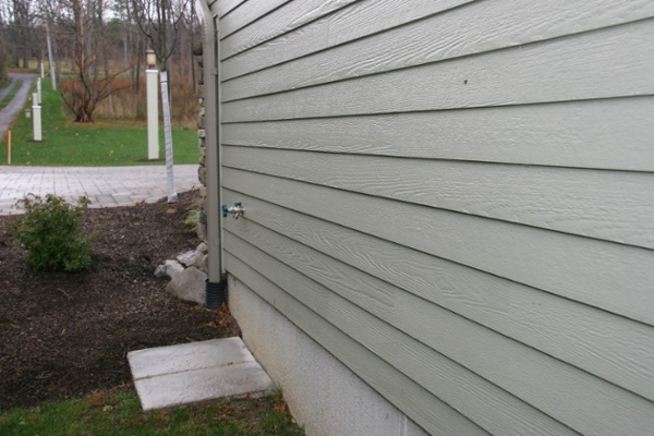 Close-up of fiber cement siding on a new home built on Skaneateles lakefront property.