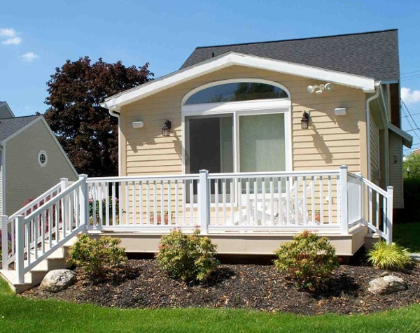 This two-tone maintenance free deck includes composite decking and trim boards accompanied by a vinyl rail system.