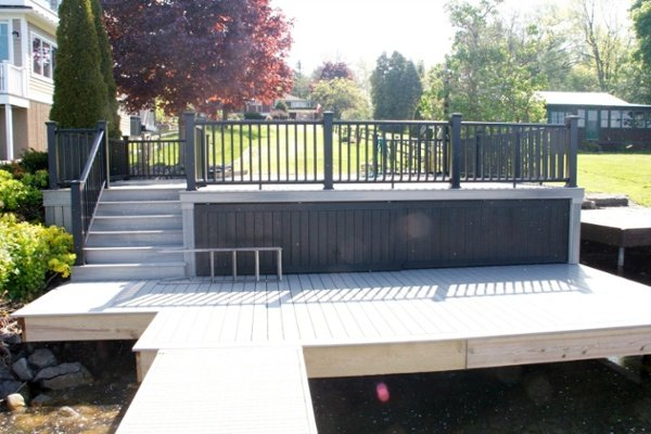 This freestanding deck overlooks Skaneateles Lake and includes a dock for swimming and boating.