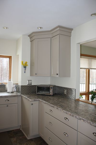 kitchen-with-shaker-cabinets