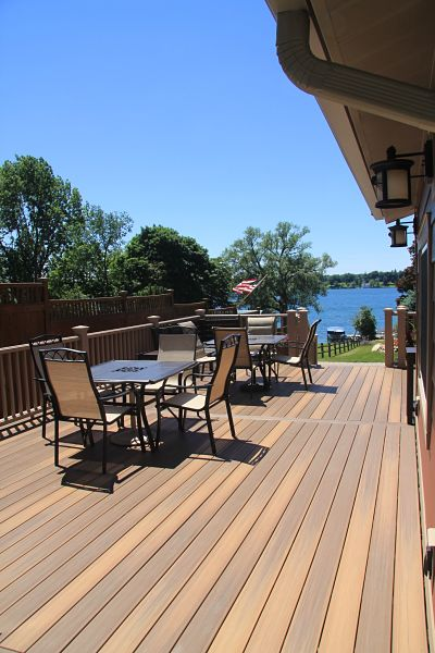 lakeside-composite-deck-lighting