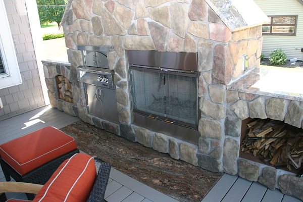 outdoor wood-burning fireplace and pizza oven